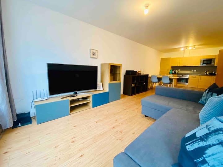 Safe & Secure 2 Bed Apartment in Colindale for 6