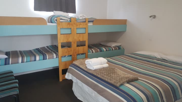 Ensuite Cabin (Sleeps 6)