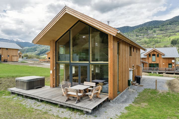 Detached luxury panoramic chalet with wellness among the Kreischberg