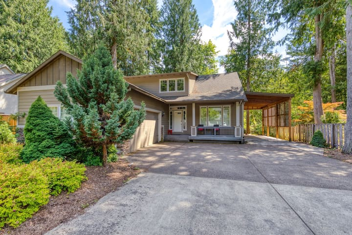 Bright and modern home featuring spacious outdoor deck and game room!