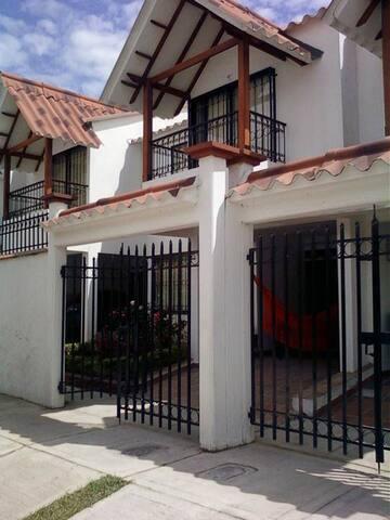Casa confortable ideal para familias - Villavicencio - Casa