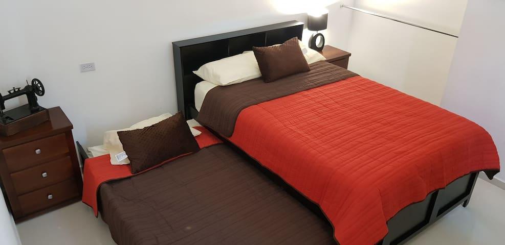 Habitación con cama kanguro matrimonial / individual