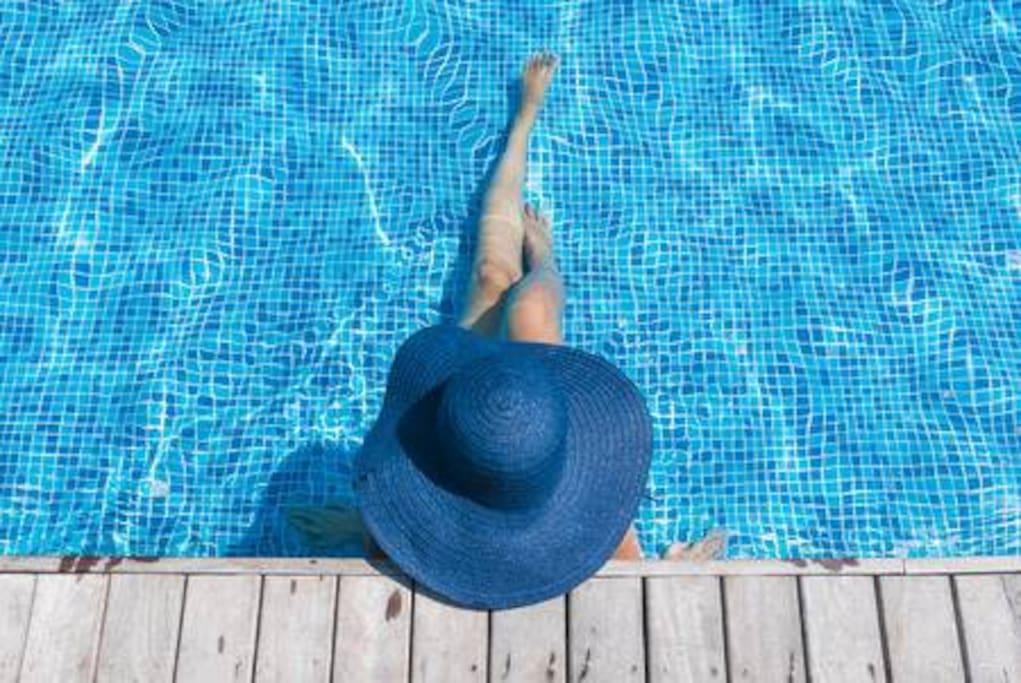 La piscina si trova a dieci minuti a piedi dalla Villa