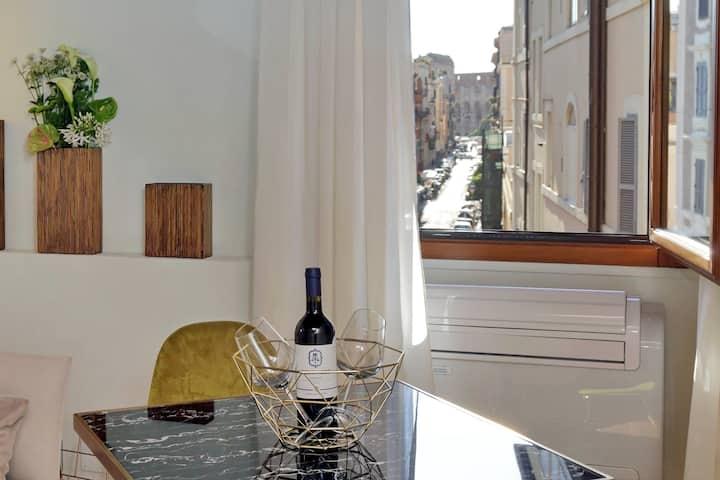 Stylish Design, Comfortable, and Colosseum Views