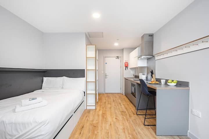 Clean Studio ⭐️10min→Cardiff Queen Street Station⭐