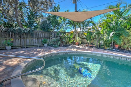 *Chic & Private Pool Home with a Tropical Landscape - Minutes to Bonita Beach!**