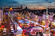 With 270 wooden chalets, the Winter Wonders Christmas market is the perfect blend of tradition and modernity and offers the perfect opportunity to (re) discover Brussels in winter.
