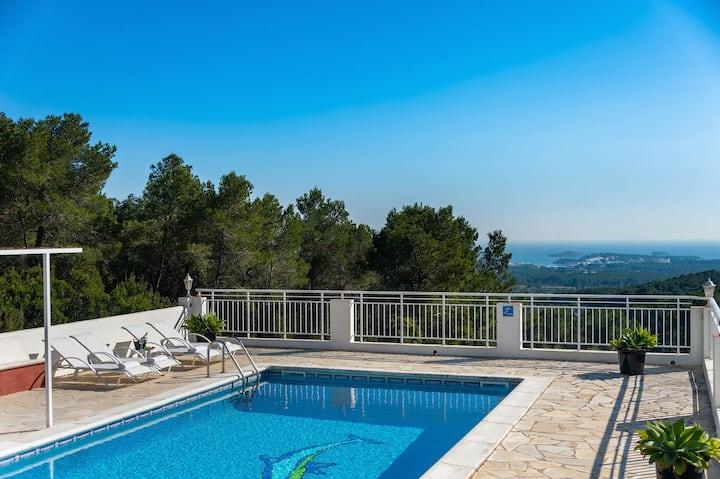 New! Villa Bella Vista Peralta