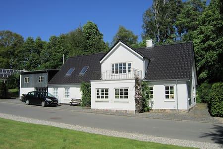 Charming village house, sleeps 8 - Sporup