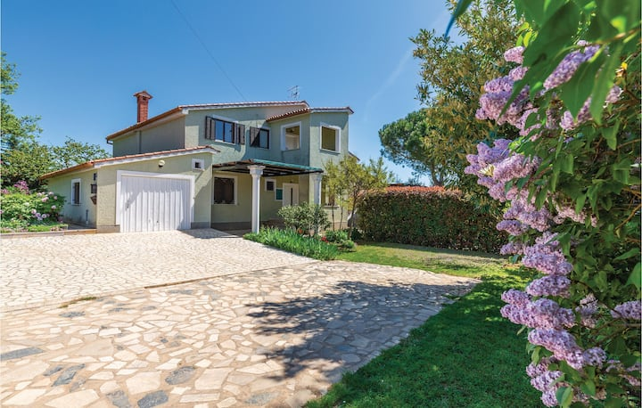 Stunning home in Tar with WiFi and 4 Bedrooms