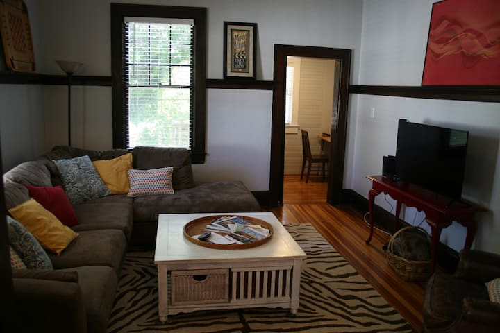 Downtown Convenience with Charm