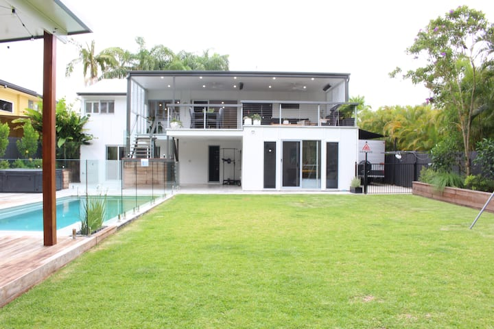 Endless Summer Luxury Beach House - Caloundra ❂