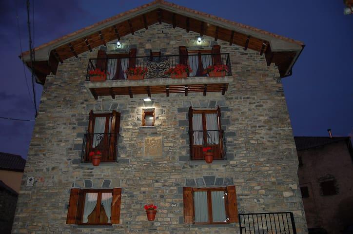 Apartamentos con vistas muy bonitas - Yésero - Apartment