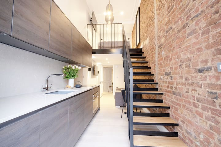 Beautiful loft in the heart of Kensington +balcony