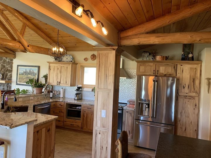 Luxury Ranch House on 1000 acres!