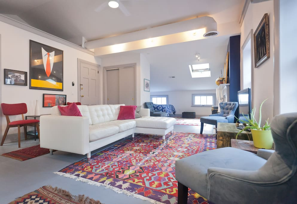 """""""Talk about perfect!!! Morgan's apartment is the perfect place to stay to while you're in Cincinnati. It's the total package -- cozy, so chic, perfectly convenient, high-end amenities and an attentive host -- what more do you need?? Thanks for everything!!""""  -Katybeth, Chicago"""