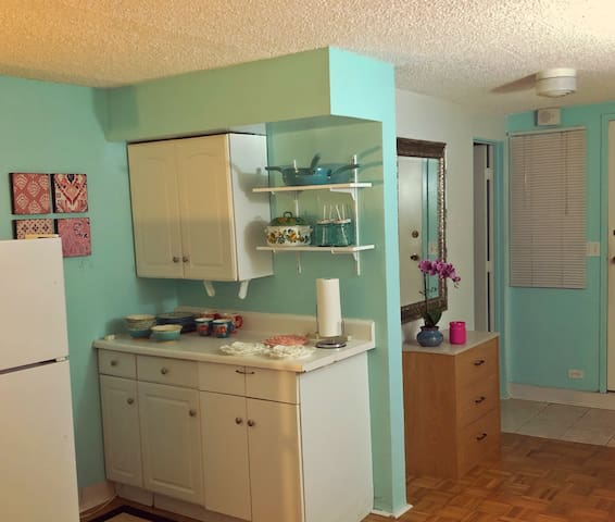 Beautiful Studio, Steps to Waikiki Beach, Only $80