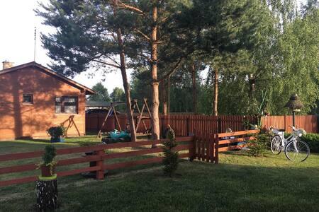 Domek w pięknych okolicznościach jeziora Blizno