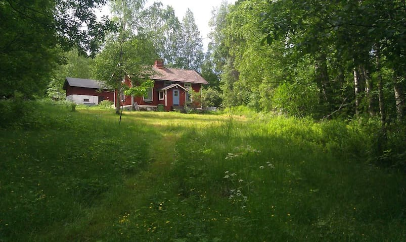Nice cottage in the heart of Sweden - Kopparberg - Houten huisje