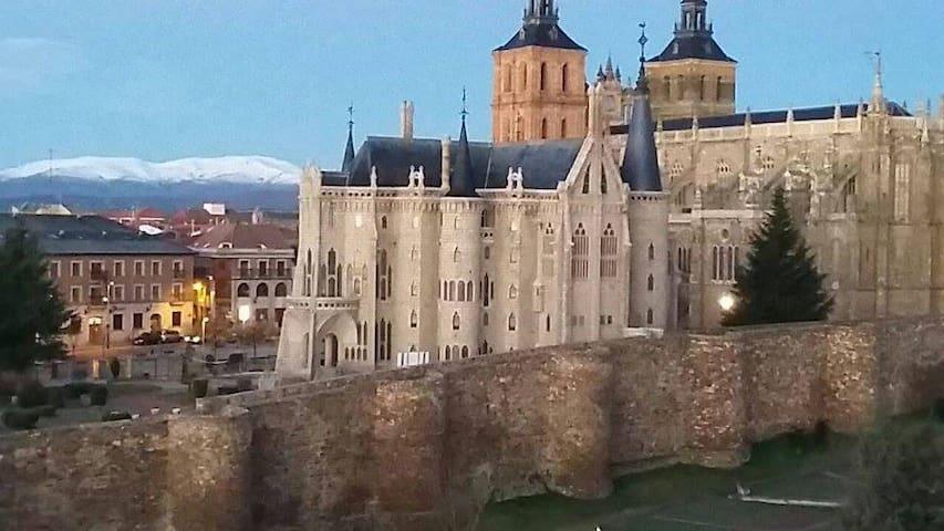 Estudio a 3 minutos del Palacio de Gaudí - Astorga - Pis