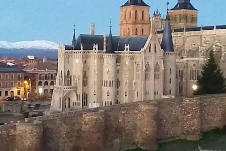 Estudio a 3 minutos del Palacio de Gaudí - Astorga - Apartament