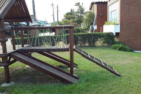 Casa ampla em condomínio fechado em Iguabinha