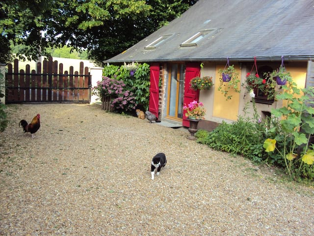 Fermette rénovée à la campagne - La Flèche - Huis
