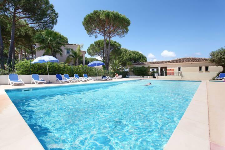 Appartement 6 personnes à de 5 mn à pied de la plage et du port de St Tropez