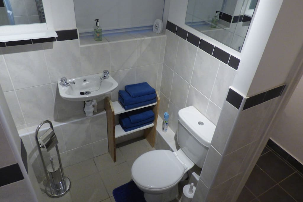 Towels, toilet rolls and hand wash provided.