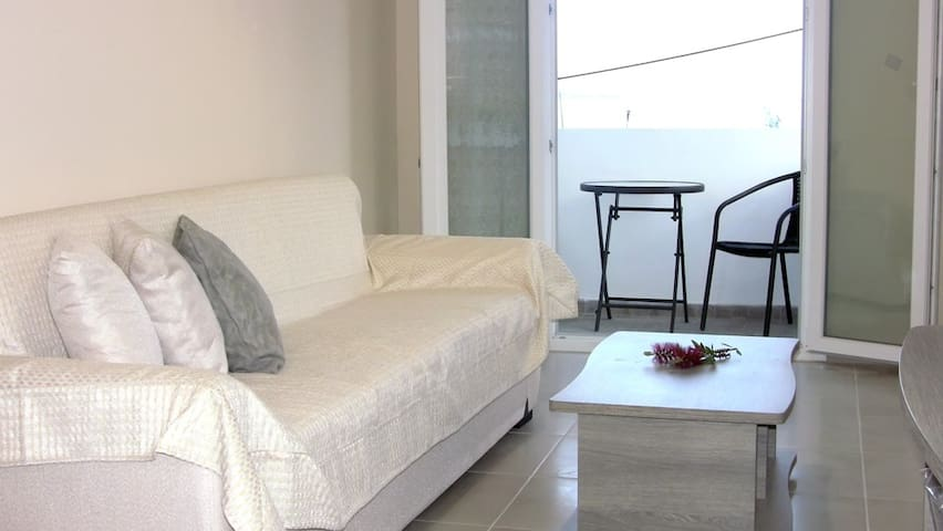 Newly built apartment only 20m from the beach
