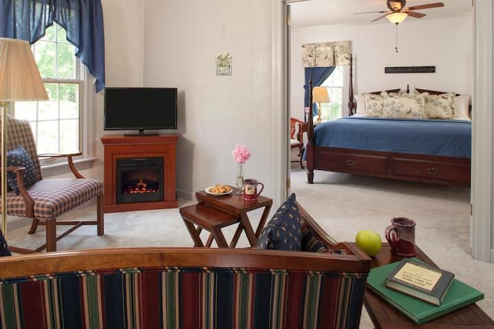 30 Timber Road Bed & Breakfast - Magnolia Suite