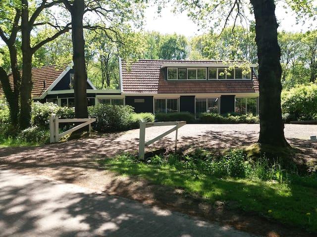 Landhuis met gastenverblijf in Vledder