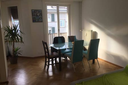 Nice 3.5 room apartment with balcony near centre - Bern - Apartament