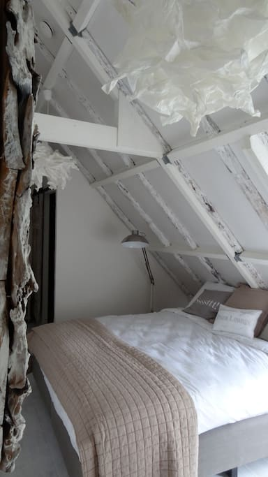 Riante boxsprings 2,10m in Witte kamer