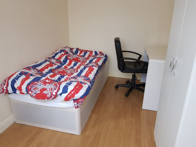 Rooms to stay in Coventry - Close to City Centre