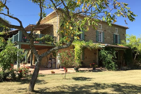 Beautiful large hayloft gite for 2-4, lovely pool - Labastide-Paumès - Apartment