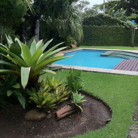 Casa com 6 quartos piscina 50 metros do mar