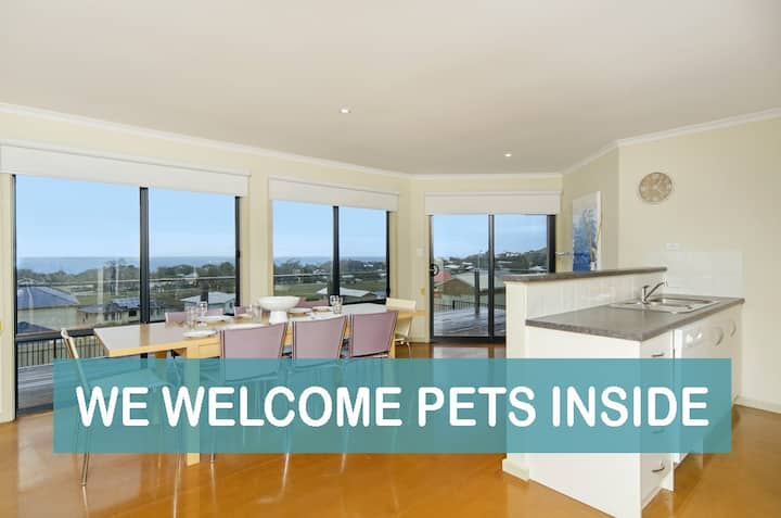 PetLet 21:Renovated, Beach Chic, with Views.