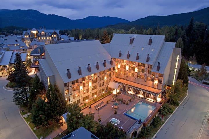 Mountainside Lodge: 1-Bedroom with  Full Kitchen - Whistler - Társasház
