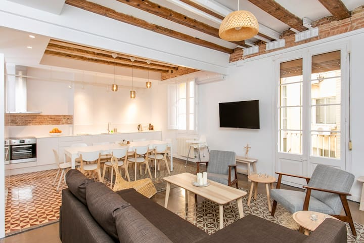 Modern 6-Bedrooms Flat / Plaza Cataluña, Ramblas