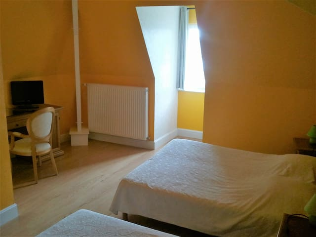 Large family hotel room in the countryside. - Dompierre-sur-Charente