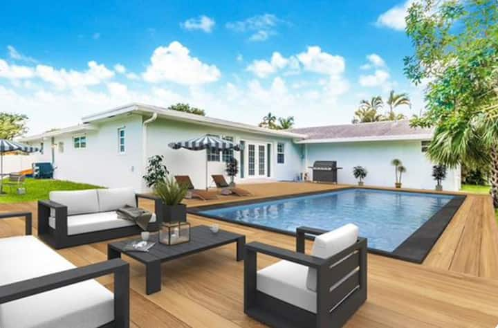 NEW Luxurious Villa with Private Pool
