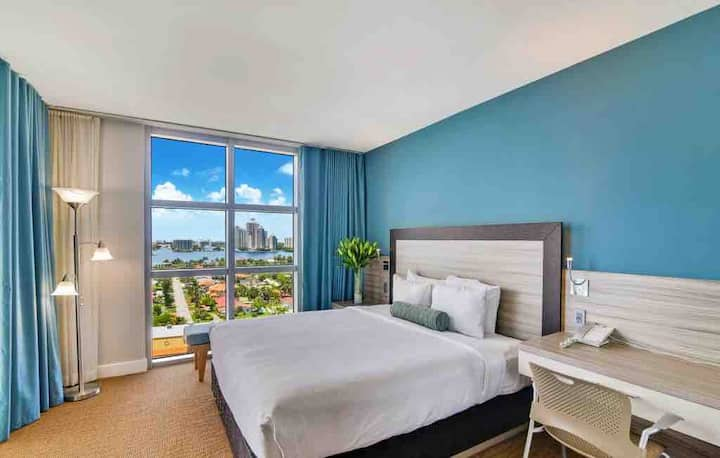 STUNNING ONE BED ROOM UNIT @ M RESORT!!