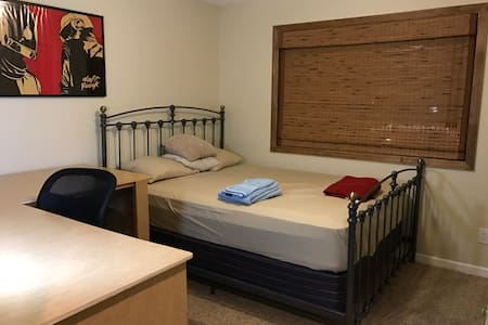 Second floor Private Room near NYC & beach - Sayreville - Casa