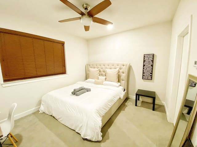 NEW Modern Downtown Room - w/ Private Bathroom!