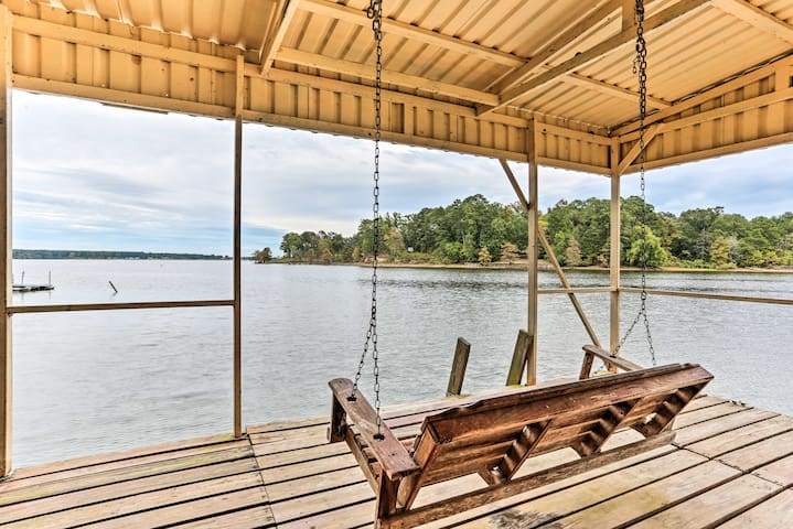 Cozy Getaway on Toledo Bend w/Fire Pit & Game Room
