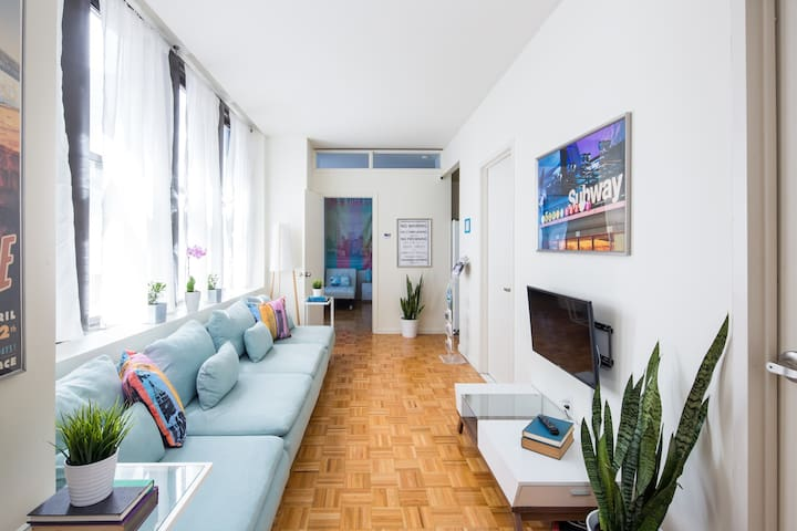 Clean Vibrant and Spacious 2 Bed 2 Bath Guesthouse