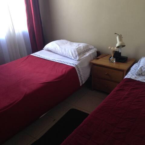 Cuarto 2 / Room 2