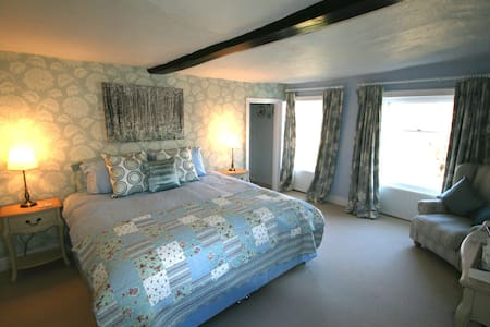 The Blue Room with ensuite - Bed & Breakfast