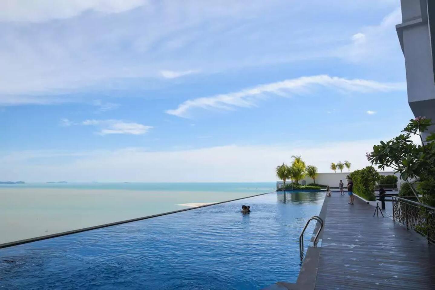 Swimming pool 游泳池 (level 13)